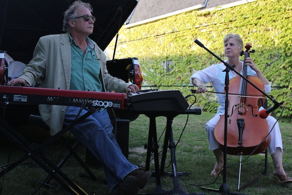 George Cork Maul and Jeannie Woelker perform on Main Street.