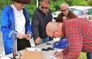 Benjamin Franklin gets an autograph from artist Alan Bull.