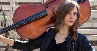 Cellist Mariel Roberts