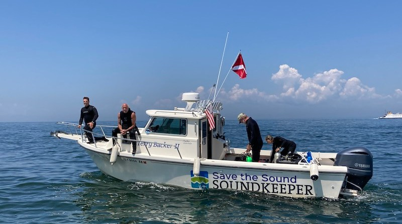 The Innerspace Scientific Diving Crew aboard the Long Island Soundkeeper boat