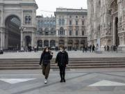 italy closes all schools and suggested not to kiss anyone