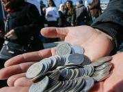 Syrian currency collapses, salaries virtually worthless