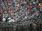 Guatemalan police use tear gas to disperse migrants from Honduras