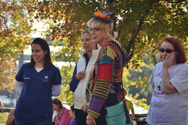 easwtfallslocal-10-15-costume-contest-judges-fall-foliage-barb-thinks