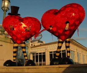 Hearts with seasonal props 1 3