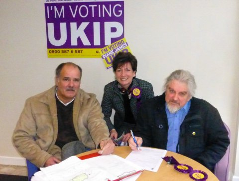 Former Lib Dem Mayor Glynn Davies-Dear signs up with Andy Moore and Dianne James