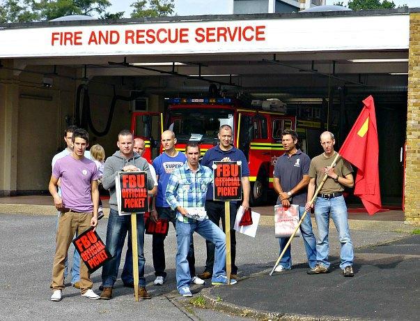 Striking firemen were forbidden to wear their uniform on the picket line