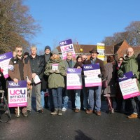 Lecturers bang drum for fair pay
