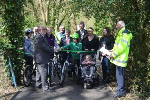 Mayor Malcolm Cross opens new cycle route