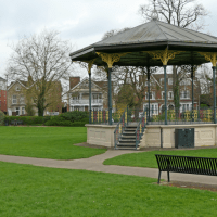 Residents encouraged to turn bandstand red with poppies