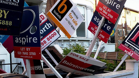 Estate agent signs. Pic: ELL