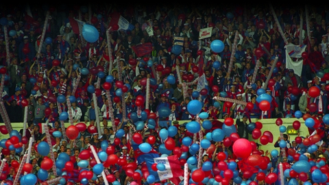 33,000 balloons in Crystal Palace colours for Wembley. Pic: CPFC