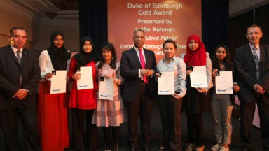 The Mayor with the Duke of Edinburgh Award gold winners. Pic: Tower Hamlets Council
