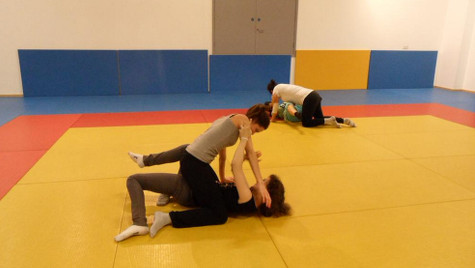 Women practicing self defense. Pic: @sevnecati