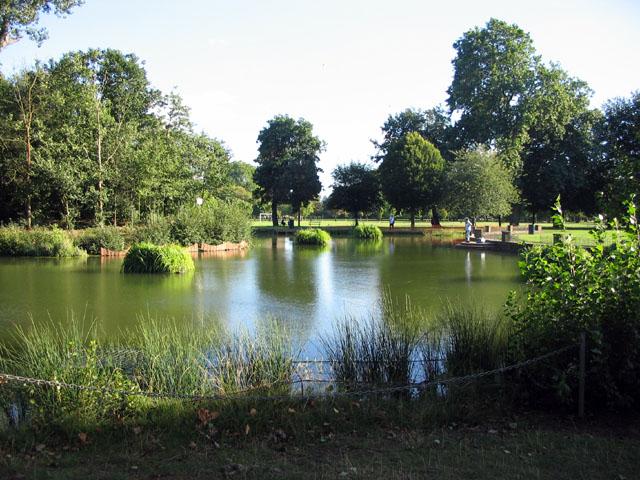 Victoria_park_bathing_pond - WIKI