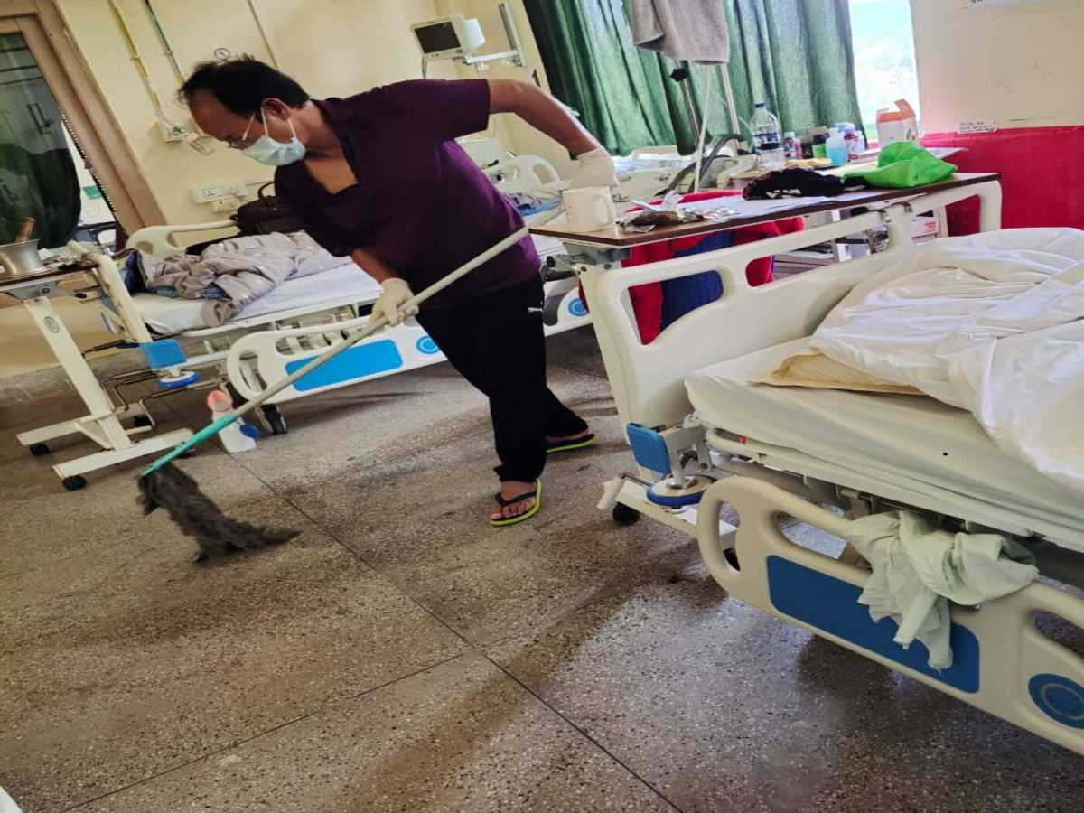 Mizoram COVID-19 minister mops hospital floor