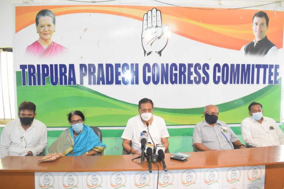 COVID-19: Only solution is to vaccinate 1 crore people a day, says Tripura Congress
