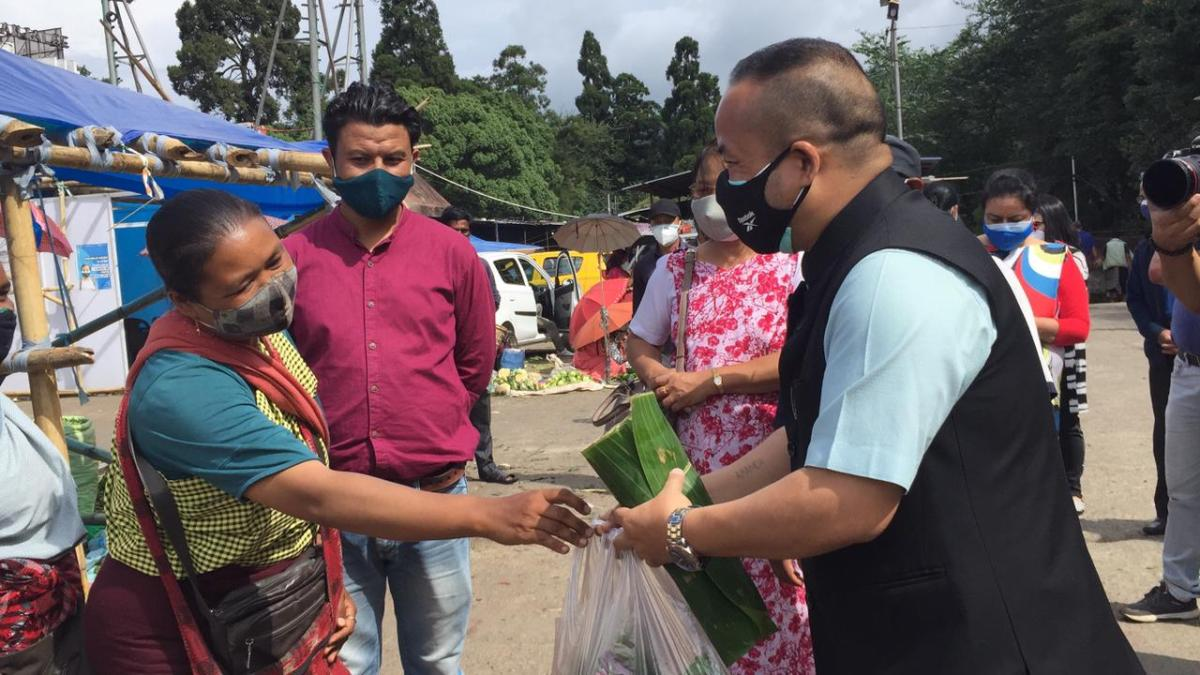 Meghalaya agriculture minister visits makeshift farmers' market in Shillong