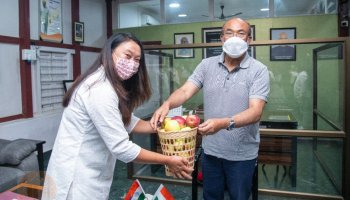 Manipur CM rewards 2 apple farmers of Ukhrul with Rs 1 lakh each