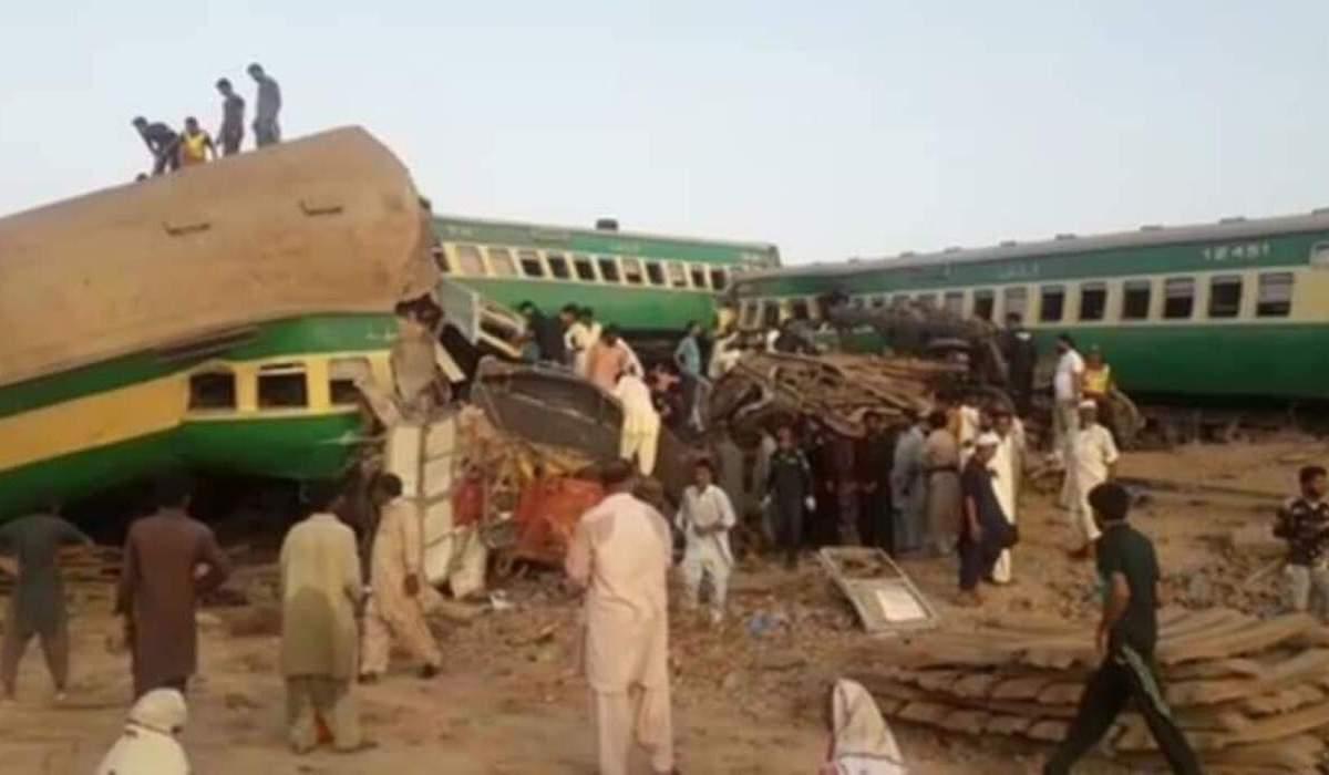 2 passenger trains collide in Pakistan; 30 killed, 50 injured