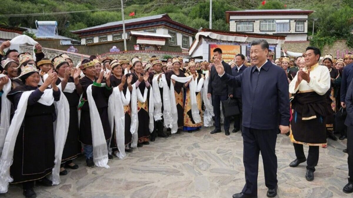 Xi meets top military officials in Lhasa; talks of lasting stability in Tibet