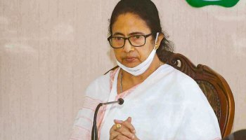 Bhabanipur by-poll: Mamata pays sudden visit to mosque, interacts with locals