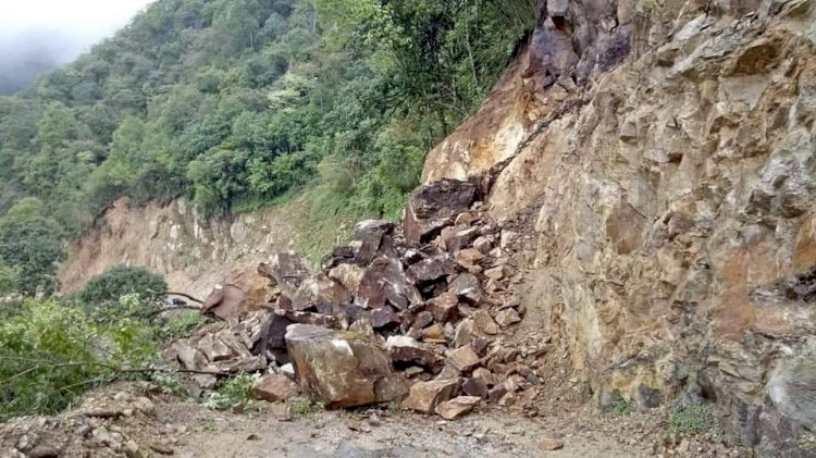 Landslide blocks NH-10, cuts off Sikkim from Bengal