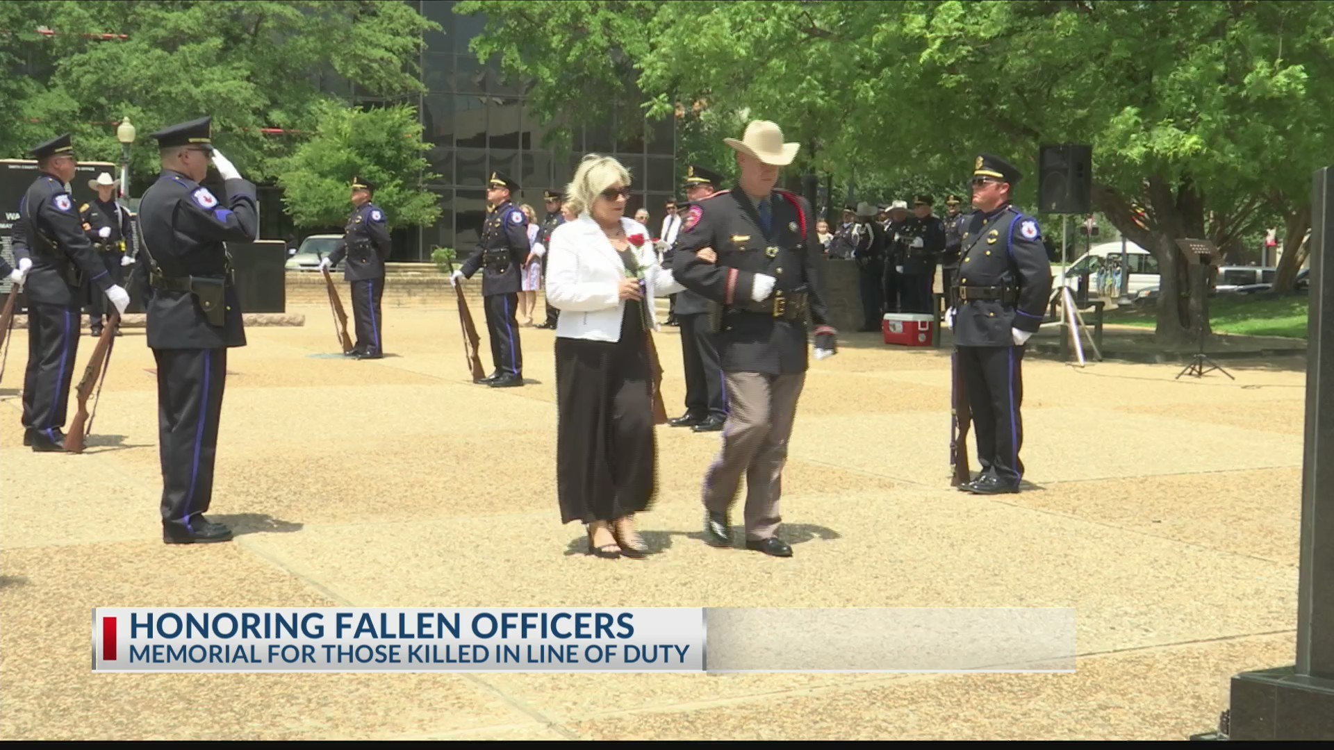 Honoring_fallen_officers_killed_in_the_l_0_20190515030922