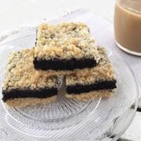 עוגת סנדוויץ' פירורים בטעם שוקולד או חיתוכיות שוקולד ופירורים