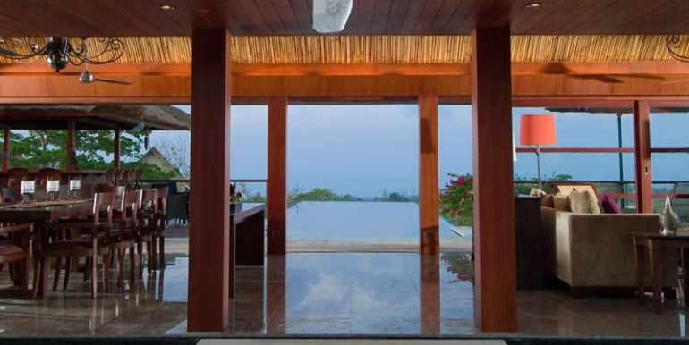 MAN-View-thru-living-room-towards-pool