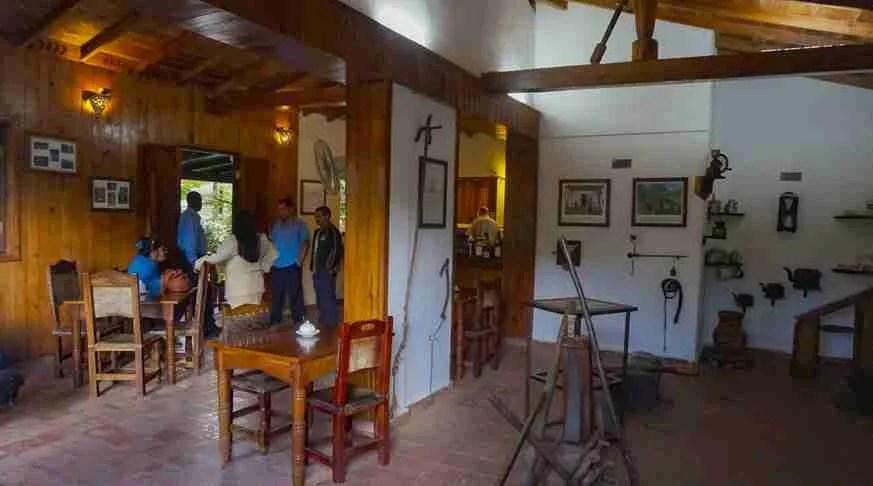 excursion trinidad waterfall nengoa coffee house. escursione a trinidad
