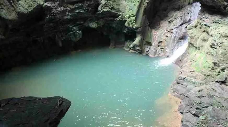 excursion trinidad waterfall nengoa pool. cascata nengoa trinidad