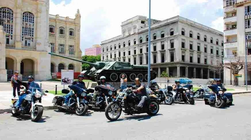 Cuba in Motobike