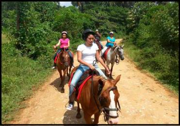 casa colonial munoz. excursions to horses