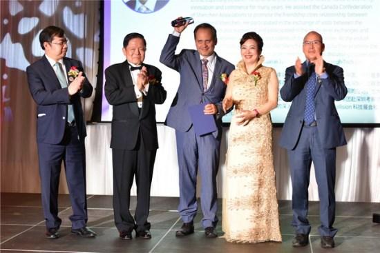 14、多伦多第一副市长黄闵南获中加友好交流特殊贡献奖