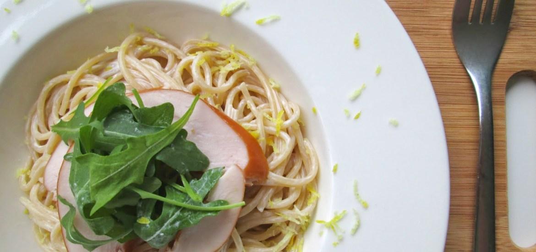 Spaghetti met gerookte kip en citroen