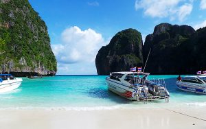 Phi Phi Speedboat Tour - Speed boat at Maya bay