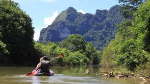 Khao Sok - Canoeing along the river