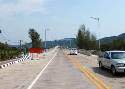 Getting on Lanta Bridge