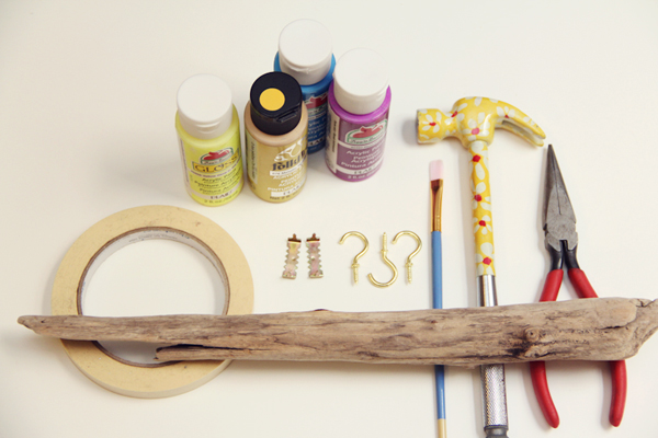 Simple DIY driftwood hanger