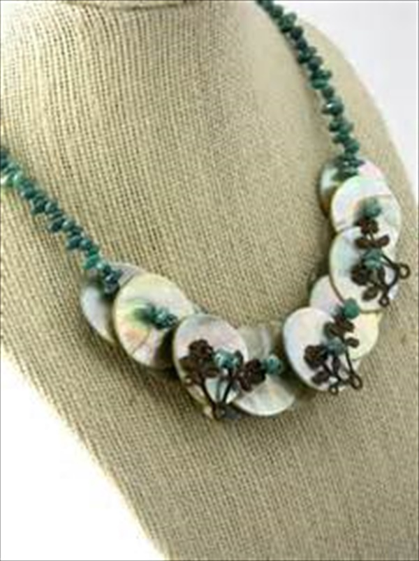 Charming spring flower necklace plans
