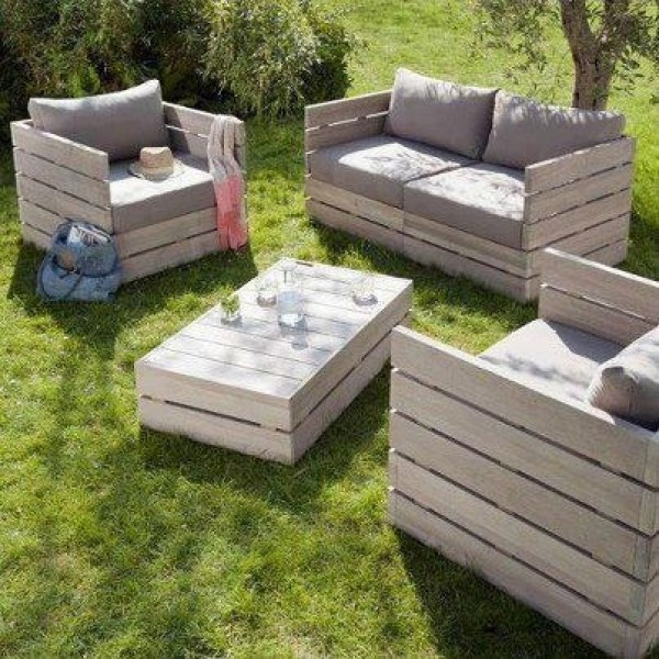 Awesome pallet furniture project