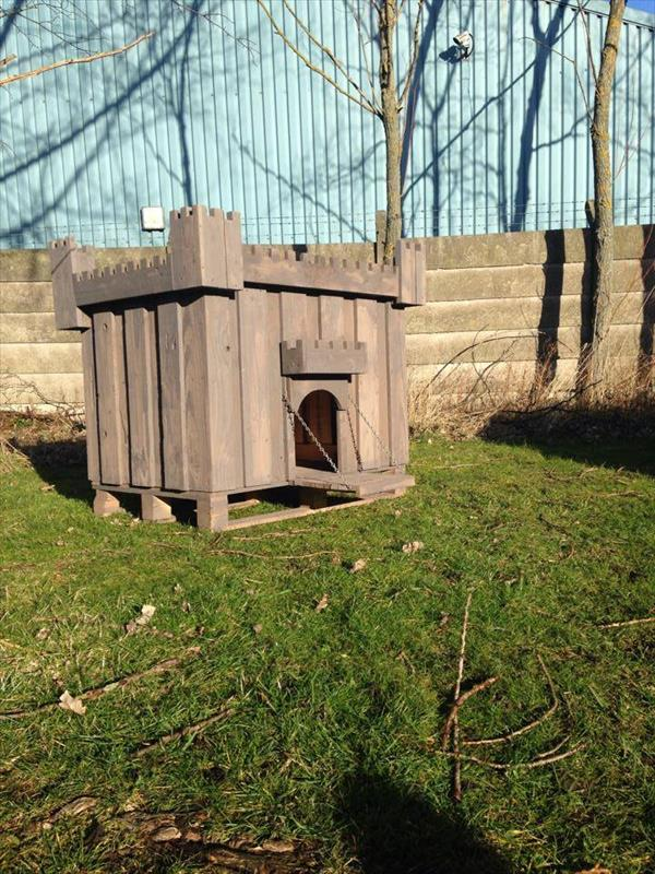 Awesome dog pallet house