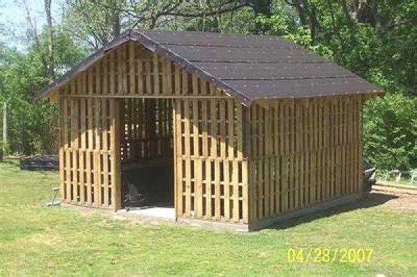 DIY wooden pallet house