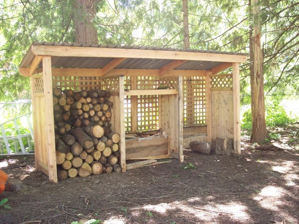 rainy shed made of pallets wood