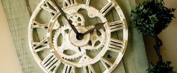Amazing Pallet Wall Clock