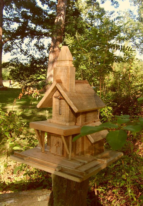 Diy Cute Birdhouse Made From Wood Pallets