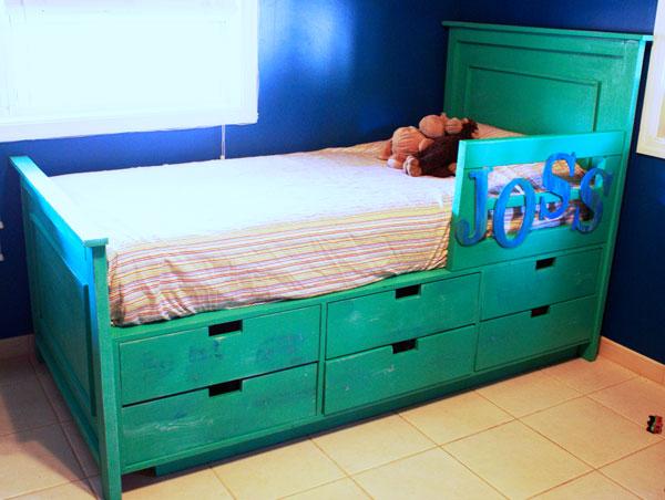 DIY bedroom shelving