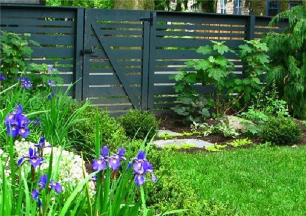 Cheap DIY lawn fence installation