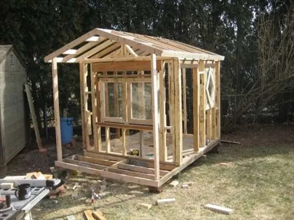 easy kids Pallet playhouse